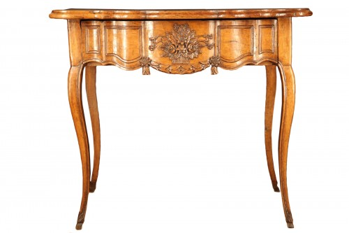 18th C console table In walnut wood from Arles, Provence
