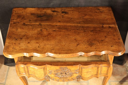 18th C console table In walnut wood from Arles, Provence - Furniture Style