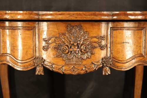Furniture  - 18th C console table In walnut wood from Arles, Provence