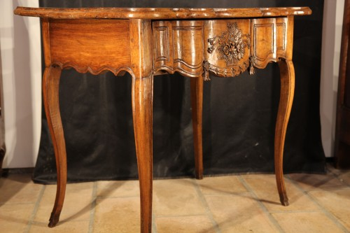 18th C console table In walnut wood from Arles, Provence -
