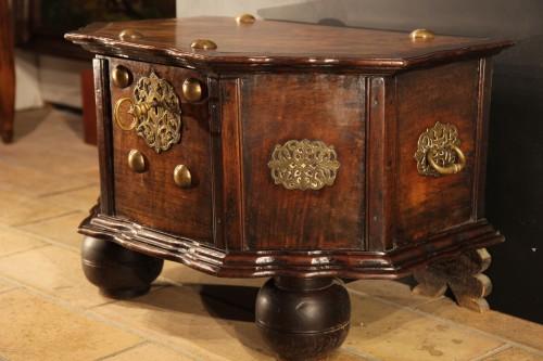 18th C travel chest in mahogany wood. Hispano-Flemish work. -