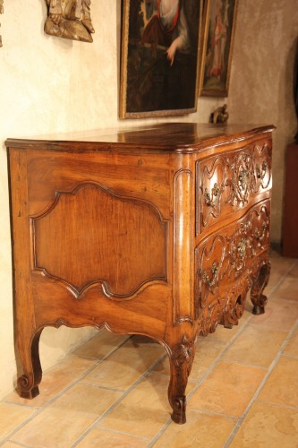 Furniture  - First half of 18thC commode (chest of drawers) from Nîmes. In walnut wood.