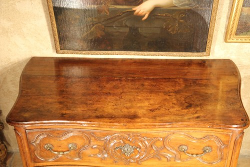 18th century - First half of 18thC commode (chest of drawers) from Nîmes. In walnut wood.