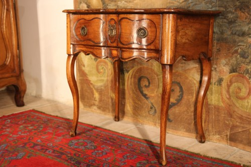 18th C Small console table from Dauphine. In walnut wood - Furniture Style