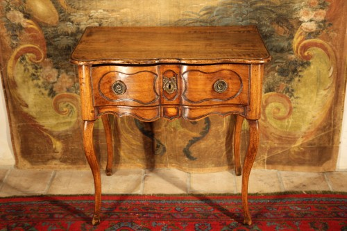18th C Small console table from Dauphine. In walnut wood -