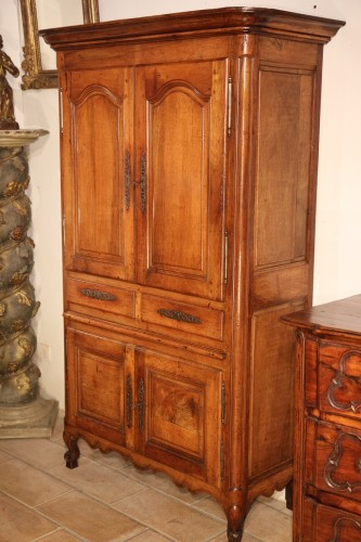 Small cabinet comprising 4 doors and 2 drawers, in blond walnut wood. - Furniture Style