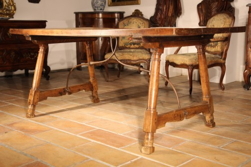 Early 18th C Genovese table. In walnut wood - Furniture Style