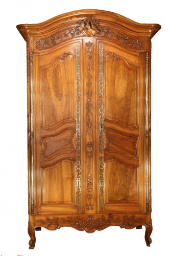 Last 18thC marriage armoire from Arles (Provence). In walnut wood.