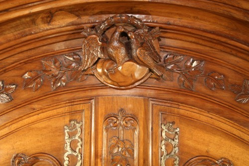 Last 18thC marriage armoire from Arles (Provence). In walnut wood. - Furniture Style Louis XV