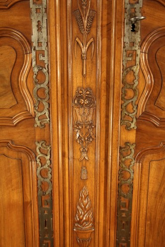 Furniture  - Last 18thC marriage armoire from Arles (Provence). In walnut wood.