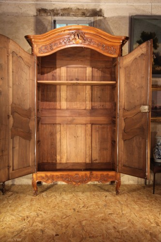 Last 18thC marriage armoire from Arles (Provence). In walnut wood. -