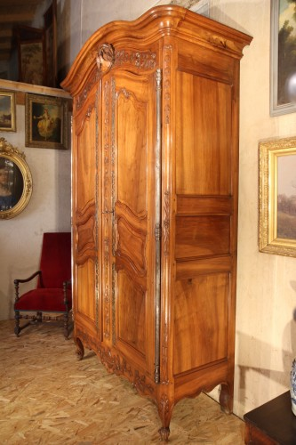 18th century - Last 18thC marriage armoire from Arles (Provence). In walnut wood.