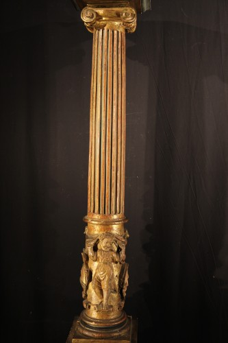 Sculpture  - 16th C column  in gilt and lacquered wood. From Italy