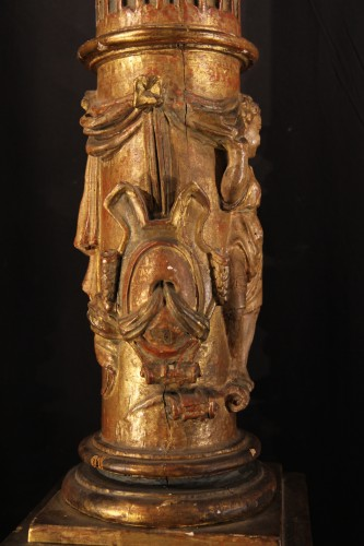 - 16th C column  in gilt and lacquered wood. From Italy