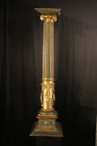 Antiquités - 16th C column  in gilt and lacquered wood. From Italy