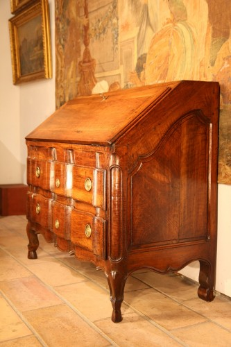 End of 18th C Louis XV writing commode . In walnut wood. From Provence. -
