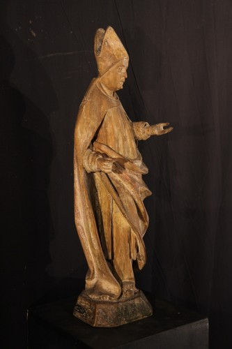 16thC statue. Saint bishop in lime wood with traces of polychromy. - Sculpture Style