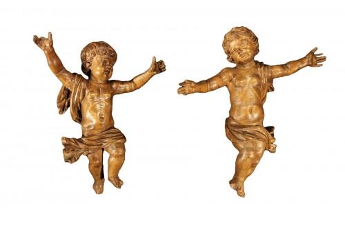 17th C Pair of little angels in carved and patinated limewood .