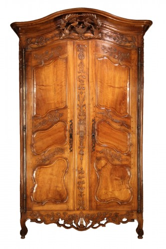 """18th C sizeable """"armoire"""" (wardrobe) from Provence. In blond walnut wood."""