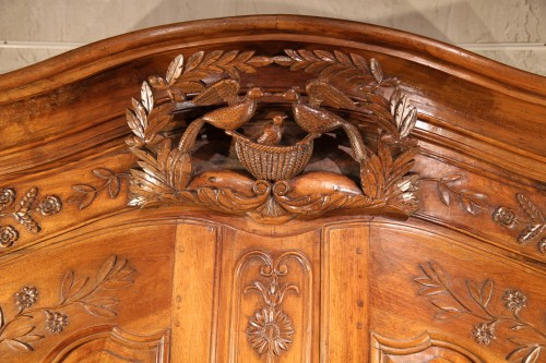 """18th century - 18th C sizeable """"armoire"""" (wardrobe) from Provence. In blond walnut wood."""