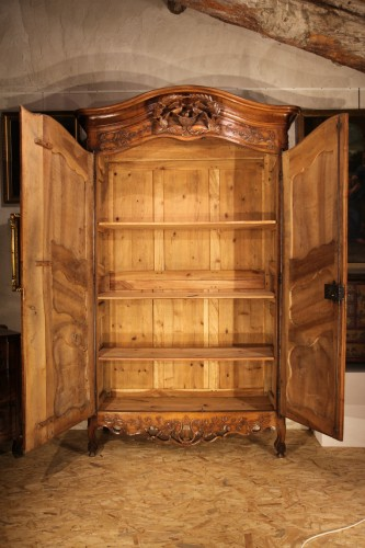 """Antiquités - 18th C sizeable """"armoire"""" (wardrobe) from Provence. In blond walnut wood."""