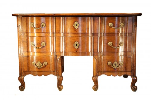 Early 18th C rare Louis XIV commode, so-called Mazarine. In walnut wood.
