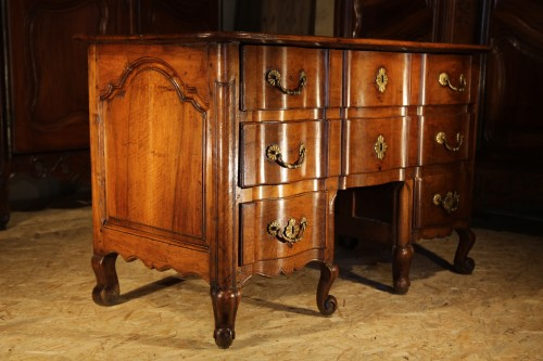 Early 18th C rare Louis XIV commode, so-called Mazarine. In walnut wood.  -