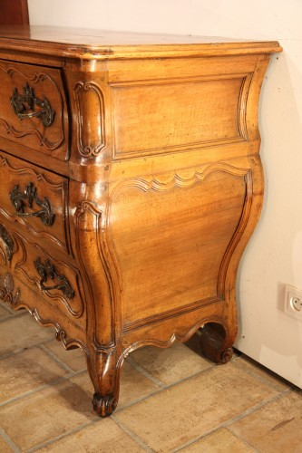 18th C Louis XV Commode. In blond walnut wood. From Languedoc.  -