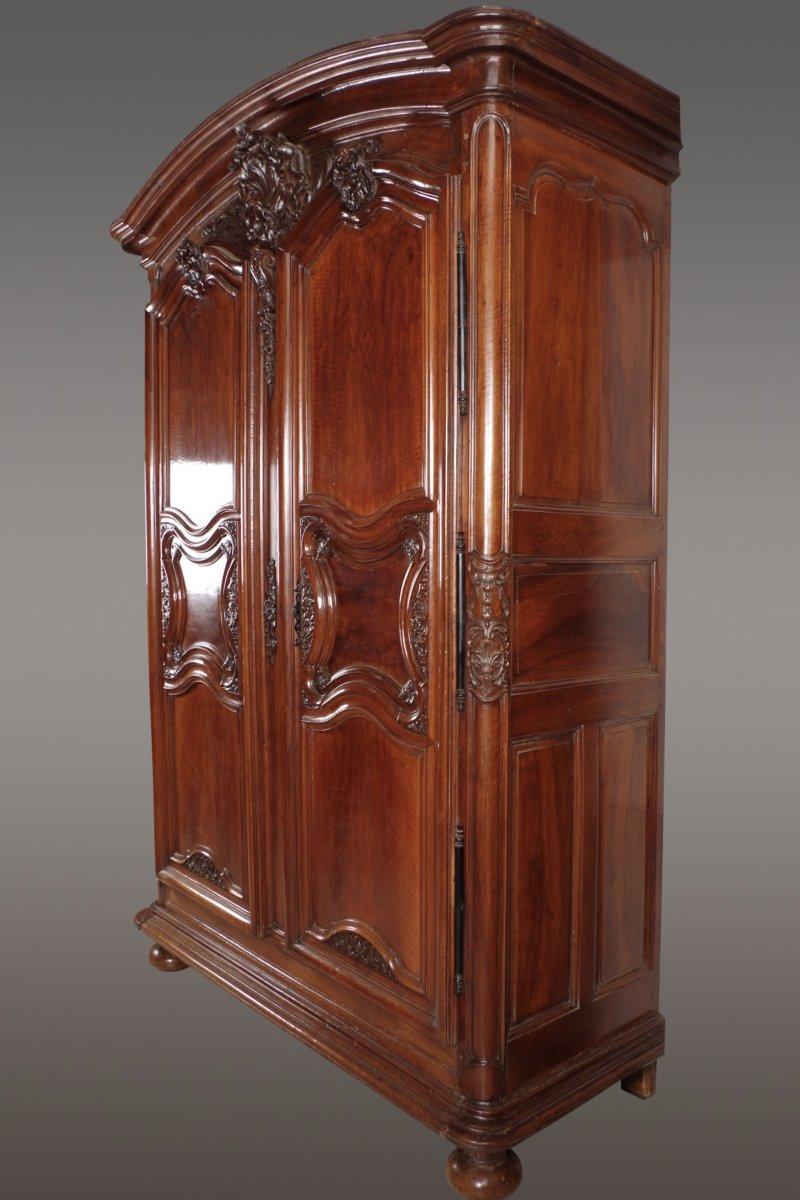 armoire lyonnaise d but xviiie si cle. Black Bedroom Furniture Sets. Home Design Ideas