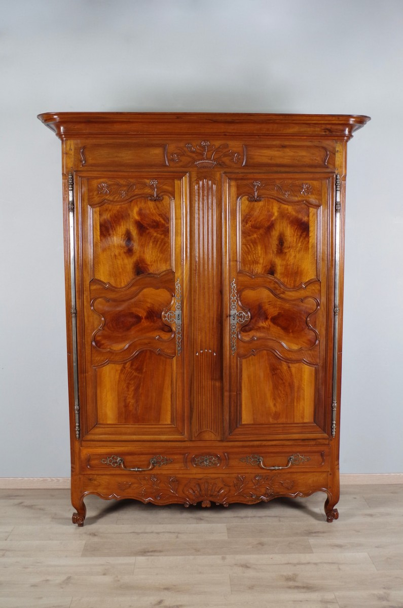 armoire de sennecey le grand xixe si cle. Black Bedroom Furniture Sets. Home Design Ideas