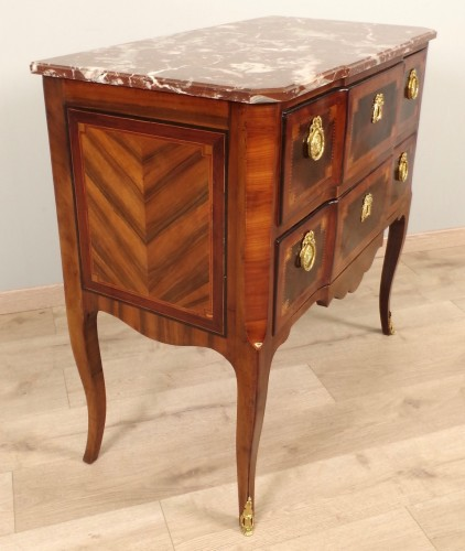 XVIIIe siècle - Commode sauteuse Transition