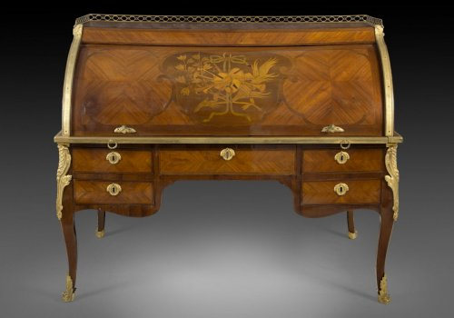 Furniture  - 18th century tulipwood cylinder bureau