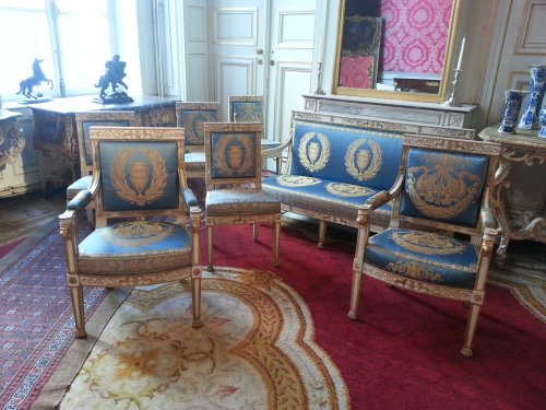 Seating  - A suite of italian ivory painted and parcel-gilt salon set