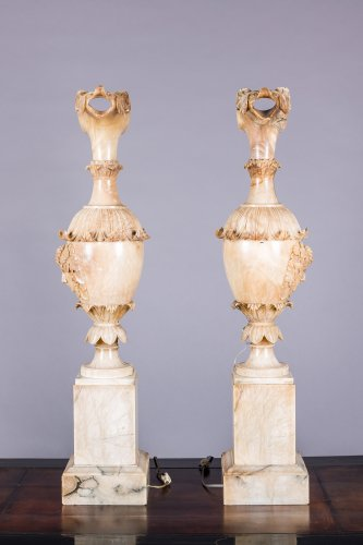 A pair of alabaster ewer, Italy 19th century -