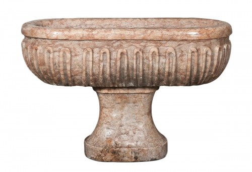 Large basin in red Verona marble