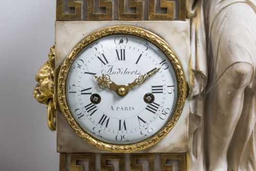 18th century - A Carrara marble clock on a gilded bronze base