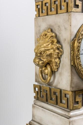 A Carrara marble clock on a gilded bronze base - Louis XVI