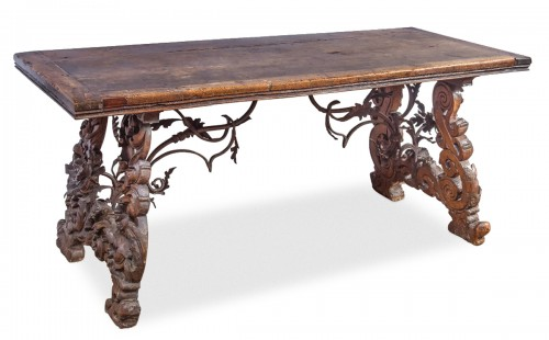 Table in walnut wood, Italy 18th century