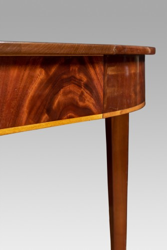 Furniture  - Mahogany Dining Table, England circa 1800