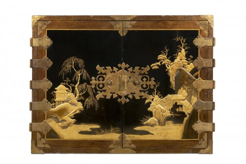 Rectangular cabinet in Japanese lacquer, decorated with pagodas