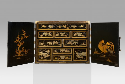 Rectangular cabinet in Japanese lacquer, decorated with pagodas - Furniture Style