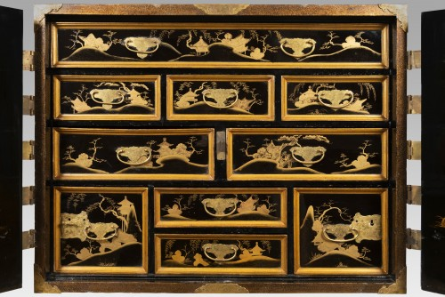 Furniture  - Rectangular cabinet in Japanese lacquer, decorated with pagodas