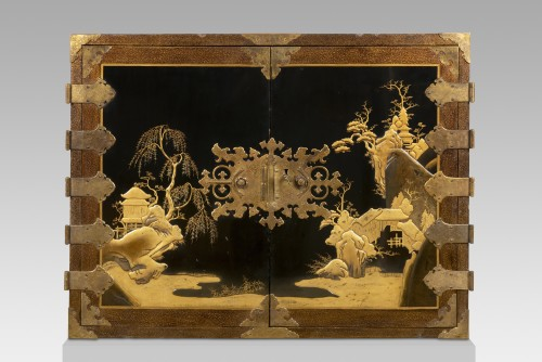 18th century - Rectangular cabinet in Japanese lacquer, decorated with pagodas