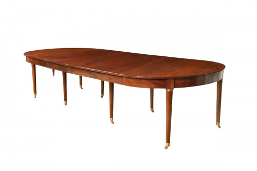 Mahogany dining table from Directoire period, with four mahogany leaves
