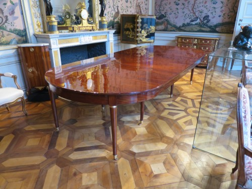 Mahogany dining table from Directoire period, with four mahogany leaves - Furniture Style Directoire