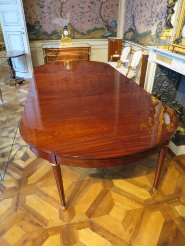 Furniture  - Mahogany dining table from Directoire period, with four mahogany leaves