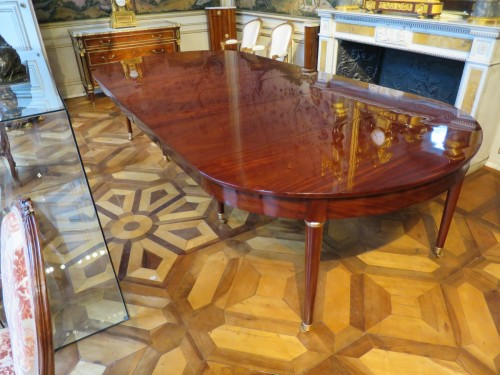 Mahogany dining table from Directoire period, with four mahogany leaves - Directoire