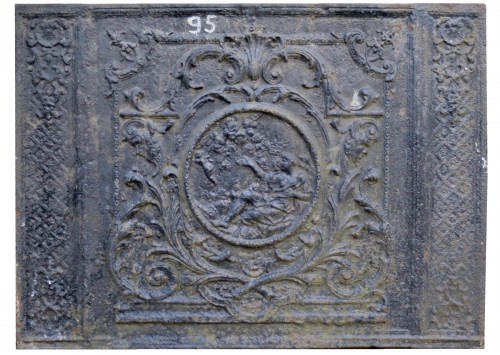 Louis XIV fireback plate, Cupidon flies away leaving its quiver, cast iron