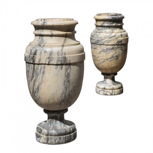 Pair of marble vasques Italy 18th century