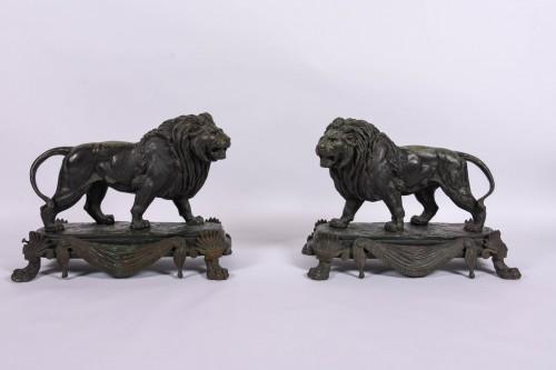 Paire of bronze lions by Paul Edouard Delabrièrre -